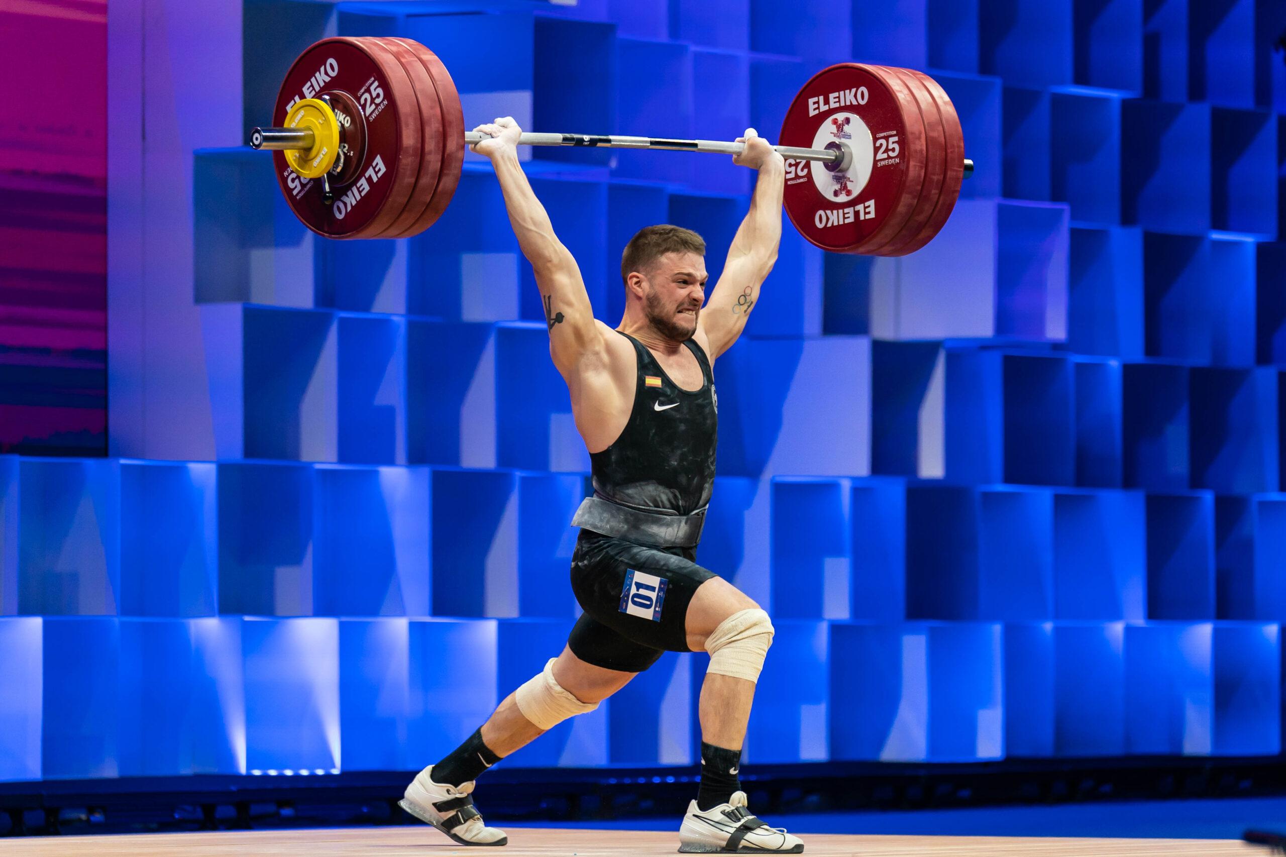 David Sánchez gana el bronce en dos tiempos con 183 kg en la categoría de hasta 73 kg en los Europeos de Moscú.